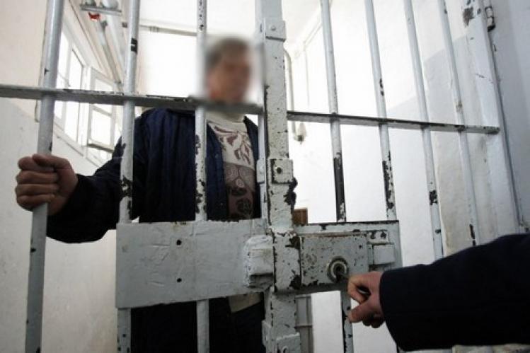 سجين يحتجز موظف بسجن تيفلت و يعرضه للضرب حتى الموت